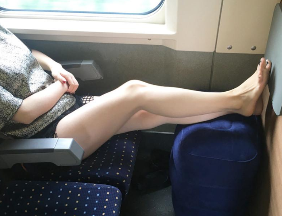 using inflatable footrest for travel