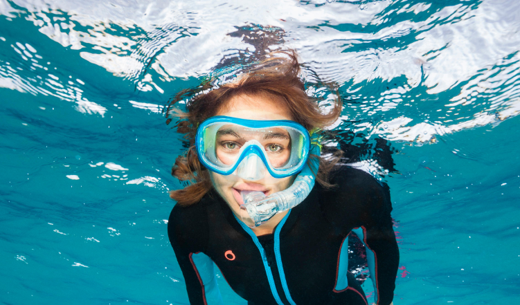 girl with diving mask